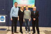 Šampion Tarik sa roditeljima i nastavnikom Rešidom